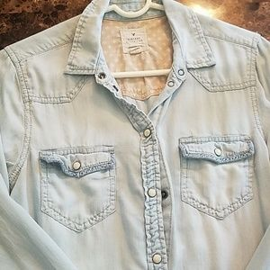 AE. Light-colored snap down shirt